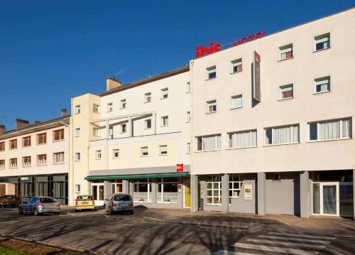 ibis Saint-Die : Hotel near Combrimont