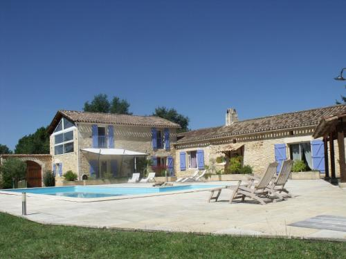 Aux Blanches Pierres : Guest accommodation near Salles