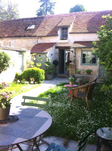 Les Chambres des Rêveries : Bed and Breakfast near Longperrier