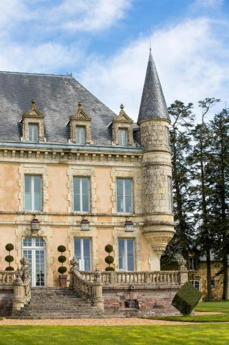 Chateau De La Goujonnerie : Bed and Breakfast near Saint-Laurs