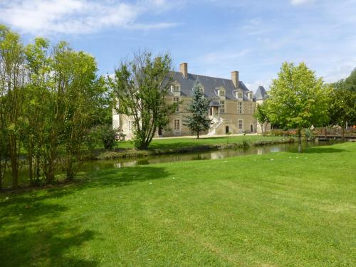 Chateau de Chappe : Bed and Breakfast near Fontaine-Guérin