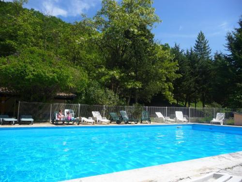 Gîtes du Domaine de Serre Long : Guest accommodation near Saint-Maurice-d'Ibie