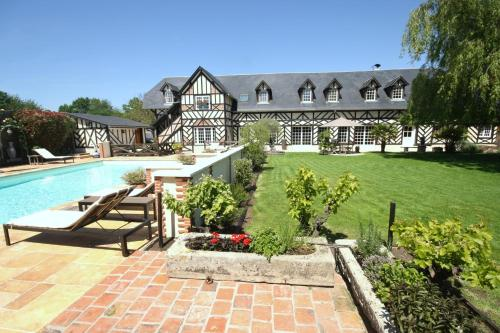 Manoir de la Croix-Sonnet : Bed and Breakfast near Saint-Gatien-des-Bois