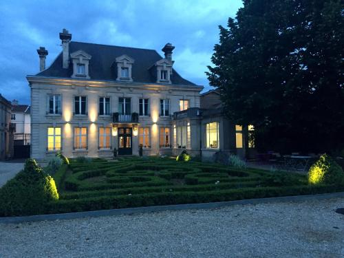 La Maison Dans le Parc : Bed and Breakfast near Courcelles-sur-Blaise