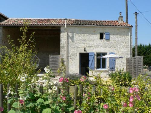 La Petite Maison : Guest accommodation near Saleignes