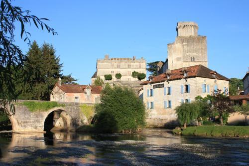 Hostellerie Les Griffons : Hotel near Paussac-et-Saint-Vivien