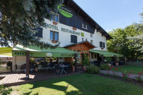 Logis Le Pont de Champ : Hotel near Charnècles