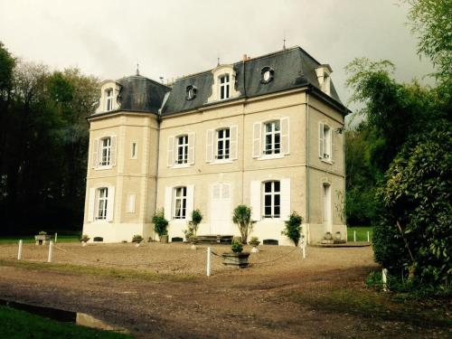 Gîte Chateau de Mons Boubert : Guest accommodation near Saigneville