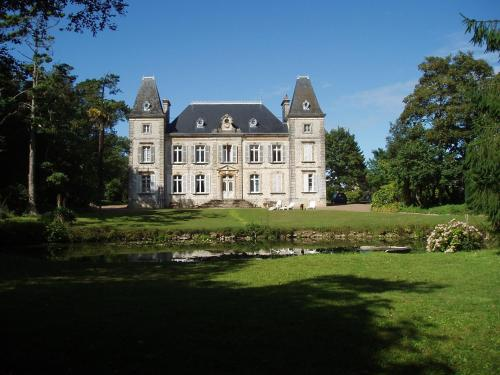 Chateau des poteries : Bed and Breakfast near Le Ham