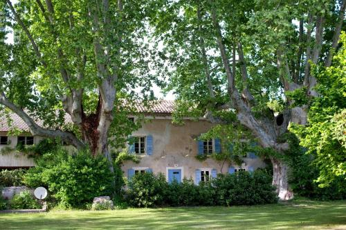 Le Mas M : Bed and Breakfast near Châteauneuf-de-Gadagne