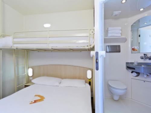hotelF1 Lyon Bourgoin-Jallieu : Hotel near Penol