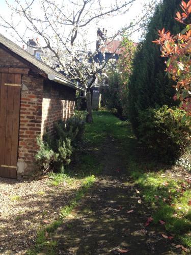 Le Jardin Secret de Louise : Guest accommodation near La Rivière-Saint-Sauveur