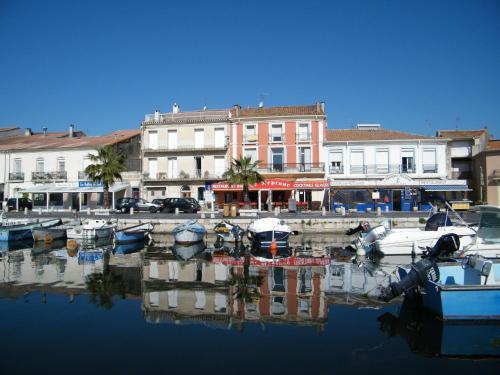 Chambres d'hôtes La maison sur le Port : Bed and Breakfast near Mèze