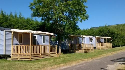 Camping des Sources : Guest accommodation near Molinot