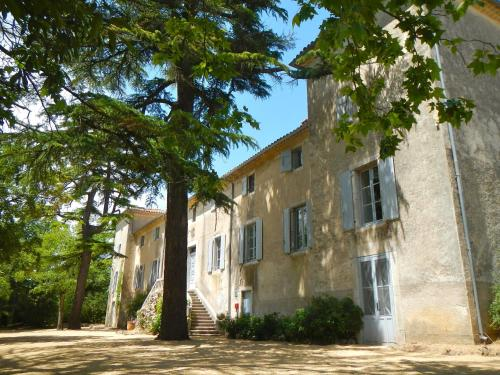 Domaine de Ceyrac : Bed and Breakfast near Corconne