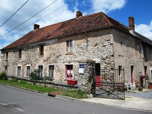 Ferme Des Chapelles : Guest accommodation near Latilly