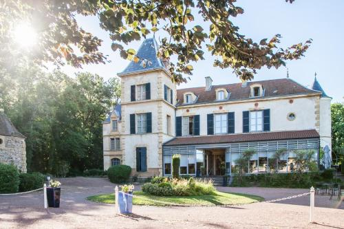 Château de Champlong Table Hôtel **** Golf & Spa : Hotel near Noailly
