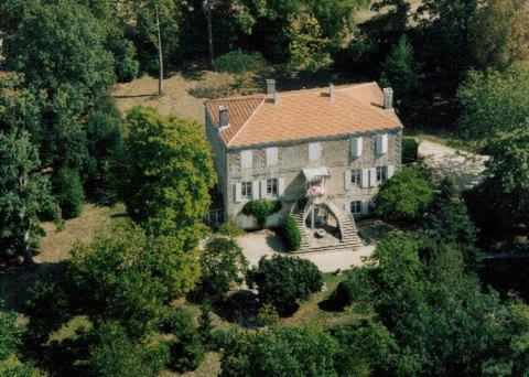 Manoir Angle : Bed and Breakfast near Poursay-Garnaud