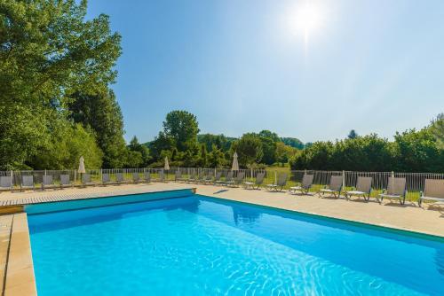 Lagrange Vacances Les Bastides de Lascaux : Guest accommodation near Valojoulx