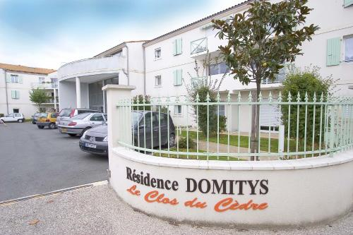 Domitys Le Clos Du Cèdre : Guest accommodation near Longèves