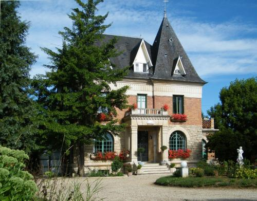 Villa Les Iris : Bed and Breakfast near Valescourt