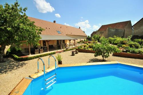 La Charité sur Loire : Guest accommodation near Perroy