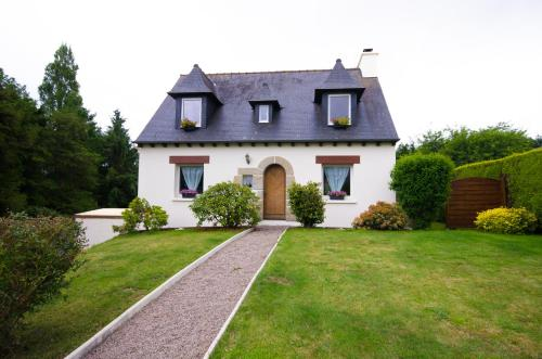 Traditional Brittany Home : Guest accommodation near Yffiniac