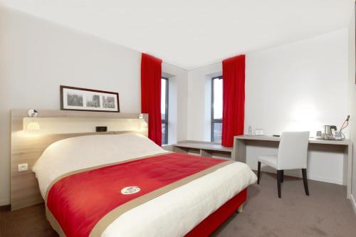Kyriad Versailles - St Cyr l'Ecole : Hotel near Montigny-le-Bretonneux