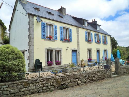 Laura's Chambres d'Hôtes : Bed and Breakfast near Huelgoat