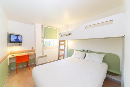 ibis budget Caen Mondeville : Hotel near Hubert-Folie