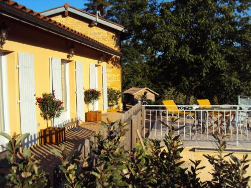 Maison d'Hotes du Vert Vallon : Bed and Breakfast near Frontenas