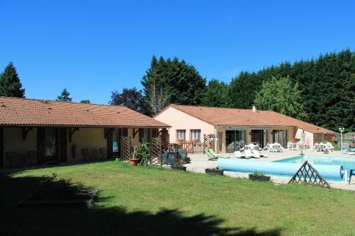 Motel Grill Les Coursaux : Hotel near La Chapelle-Montbrandeix