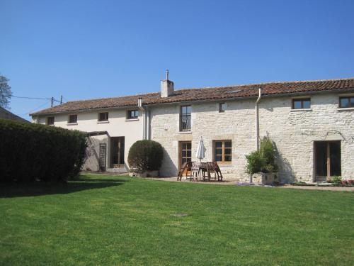 Le Noisetier at Les Hiboux Gites : Guest accommodation near Saleignes