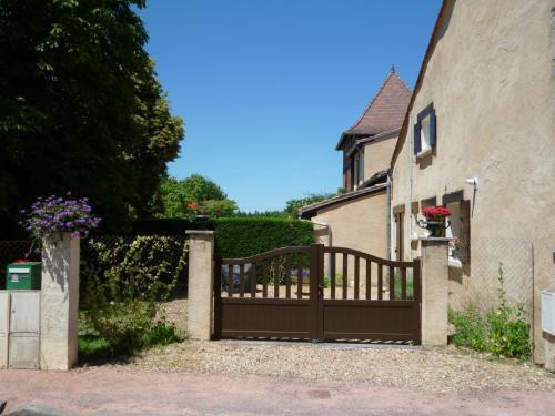 Les Sureaux Le Gite : Guest accommodation near Saint-Sauveur-de-Puynormand
