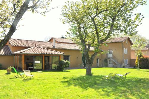 B&B La Cerisaie : Bed and Breakfast near Villeneuve