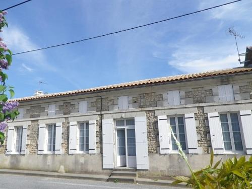 Maison Tournesol : Guest accommodation near Mazerolles
