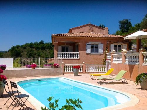 Chambres d'hôtes Les Noisetiers : Bed and Breakfast near Le Castellard-Melan