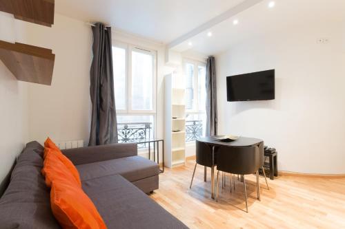 Appartement Petits Champs : Bed and Breakfast near Paris 2e Arrondissement