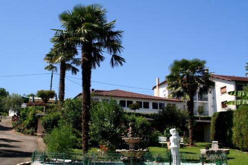 Aux Tauzins : Hotel near Nassiet