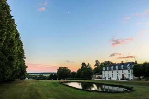 Domaine de Montchevreuil : Bed and Breakfast near Lavilletertre