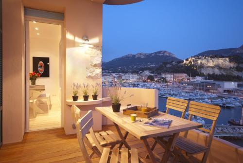 Appartement avec terrasse, sur le port, pieds dans l'eau : Apartment near Cassis
