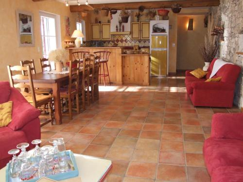 Le Mas de Bel Air : Guest accommodation near Pierrerue