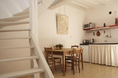 La petite maison d'à côté : Guest accommodation near Faverolles