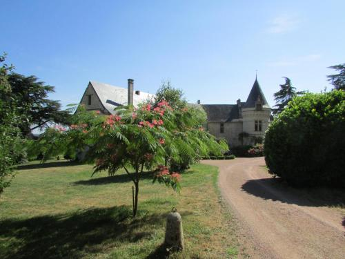 Château de la Roche Martel : Bed and Breakfast near Épieds