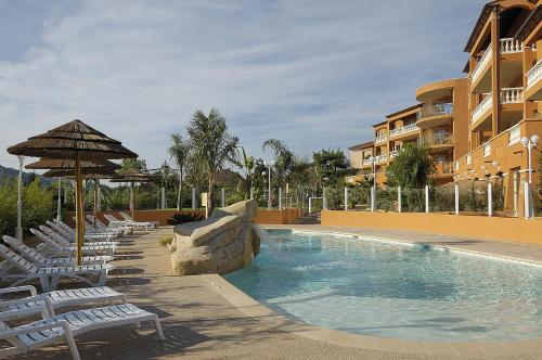 Appart Hotel Lou Castelet : Guest accommodation near Toudon