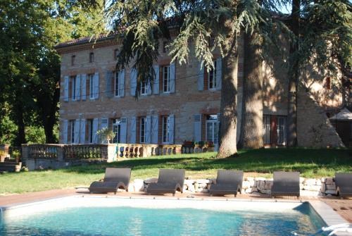 Chambres d'Hôtes Le Jardin Des Cèdres : Guest accommodation near Teulat