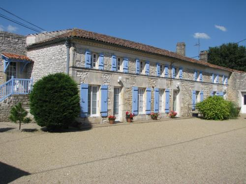 Chambre d'Hôtes Beaurepaire : Bed and Breakfast near Gémozac