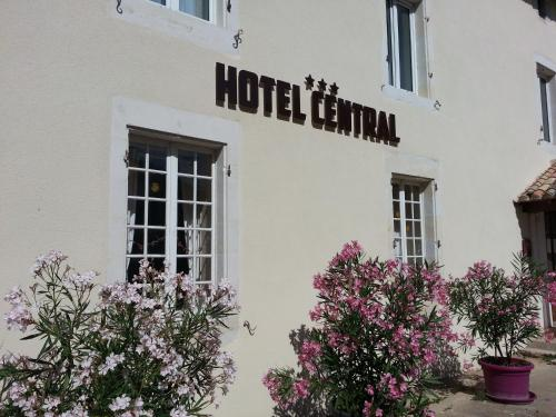 Hôtel Central : Hotel near Saint-Pierre-d'Exideuil