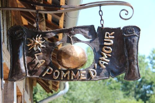 La Pomme d'Amour : Bed and Breakfast near Fourneville