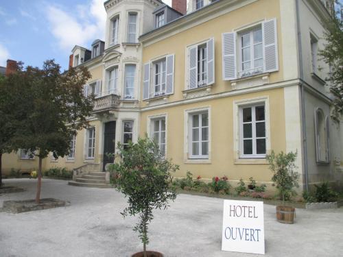 Hôtel Le Saint Martin : Hotel near Fontenay-sur-Vègre